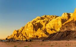 Wadi Rum ökenlandskap - Jordanien Arkivfoto
