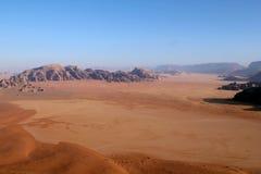 Wadi-Rum-Wüstenlandschaft von oben Lizenzfreies Stockfoto