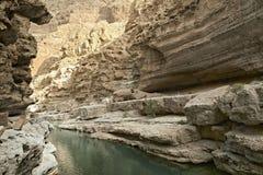 Wadi Shab, uno dei wadi più famosi come pure più bei ( valleys) nel sultanato arabo Oman fotografia stock libera da diritti