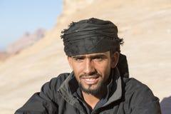 WADIEGO rum, JORDANIA - 27 2015 Grudzień: Portret przystojny beduin Zdjęcia Stock