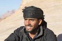 WADIEGO rum, JORDANIA - 27 2015 Grudzień: Portret przystojny beduin Zdjęcie Stock