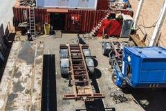 Wadliwe ciężarówki i przyczepy w porcie Barcelona Zdjęcia Royalty Free