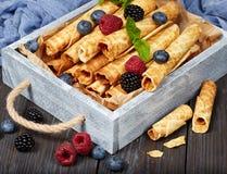 Wafelbroodjes met bessen Stock Afbeelding