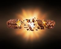 Wafelchocoladereep met noten in de lucht die in dark worden verpletterd royalty-vrije stock foto