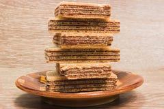 Wafels met chocolade op lijstachtergrond Royalty-vrije Stock Afbeelding