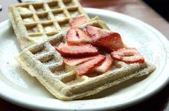 Wafels met Stawberries Stock Foto's