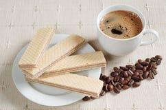 Wafer con cioccolato e caffè immagini stock