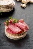Wafer del riso con salame Immagini Stock