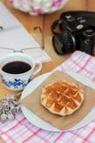 Waffel und Kaffee Stockfotografie