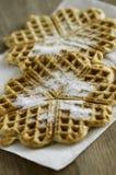 Waffels croccanti in forma di cuore con zucchero Fotografia Stock Libera da Diritti