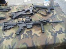 Waffen-Anzeige lizenzfreie stockbilder