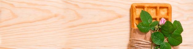 Waffle Бельгии на белой плите с космосом экземпляра Стоковые Фотографии RF