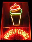 waffle неонового знака конусов Стоковая Фотография