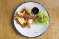 Waffle с беконом для завтрака Стоковая Фотография