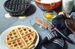 Waffle, утюг waffle, шар бэттера, ручек циннамона Стоковая Фотография RF