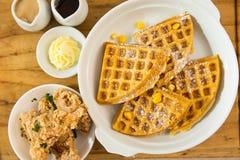 Waffle belga com propostas friáveis da galinha Imagem de Stock Royalty Free