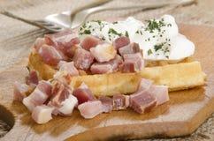 Waffle com creme de leite e bacon Foto de Stock