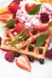 Waffle com fruto e chantiliy Imagem de Stock Royalty Free