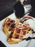 Waffle com gelado fotografia de stock royalty free