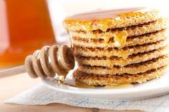 Waffle com mel Foto de Stock