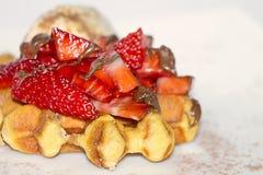 Waffle com morangos Fotografia de Stock