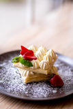 Waffle com o cocktail de creme da morango e do leite Imagens de Stock