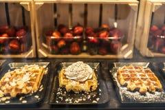 Waffle dans un magasin de bonbons à Bruges, Belgique Images libres de droits