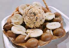 Waffle do ovo servido com gelado Fotografia de Stock