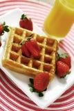 Waffle e morango Fotografia de Stock