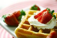 Waffle e morango Imagens de Stock Royalty Free