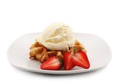 Waffle, morangos e gelado Imagem de Stock Royalty Free