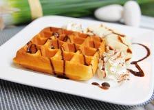 Waffle na parte superior com chocolate foto de stock royalty free