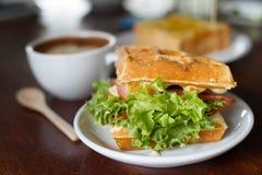 Waffle que enche o bacon delicioso Foto de Stock