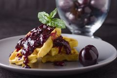 Waffles варенья вишни Стоковые Фото