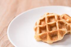 Waffles в шаре на деревянной таблице Стоковые Фото