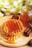 Waffles и стекло с медом Стоковые Изображения RF
