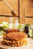 Waffles и стекло с медом Стоковое Изображение RF