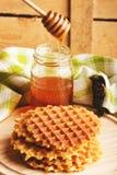 Waffles и стекло с медом Стоковое фото RF