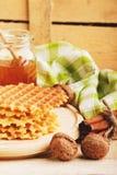 Waffles и стекло с медом Стоковые Фотографии RF