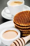 Waffles меда и кофейная чашка Стоковое Фото