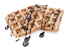 Waffles при соус шоколада (изолированный на белизне) Стоковые Фотографии RF