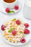 Waffles, свежие поленики и чай для завтрака, взгляд сверху Стоковые Изображения