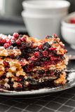 Waffles с вареньем и cowberry голубики Стоковое фото RF