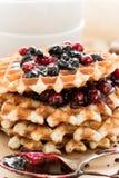 Waffles с вареньем и cowberry голубики Стоковые Изображения RF