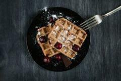 Waffles с вишнями Стоковое Фото