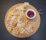 Waffles с мукой сахара Стоковая Фотография