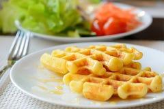 Waffles с сиропом клена Стоковая Фотография