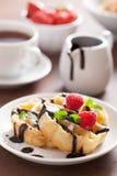 Waffles с шоколадом и поленикой для завтрака Стоковая Фотография RF