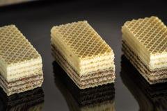 Waffles с шоколадом на черной лоснистой плите Стоковые Фотографии RF