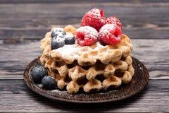 Waffles с ягодами Стоковая Фотография